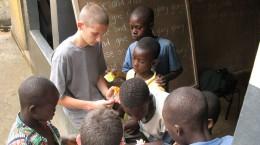 Des écoles La Mennais organisent chaque année des séjours solidaires donnant lieu à des échanges avec de nombreux pays.